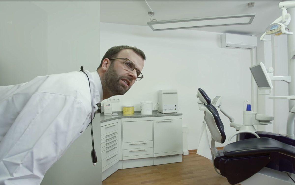 Dr. Brähmer beim Zahnarzt
